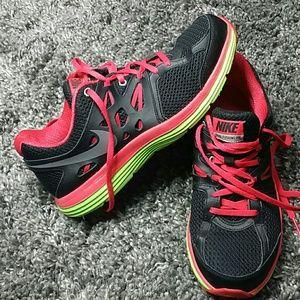 Nike tennis shoes 9.5